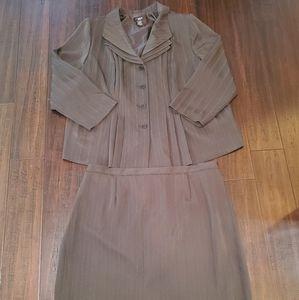 T. Milano 2 Piece Gray Casual Skirt Set sz 22w